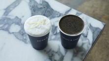 [SEASONAL DRINK] Two colors of desert drink black sesame roasted tea latte Fromage buran cream teas which celebrate the New Year